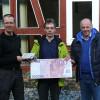 Firma Heinzerling überreicht Spende für die Anschaffung von Sportgeräten