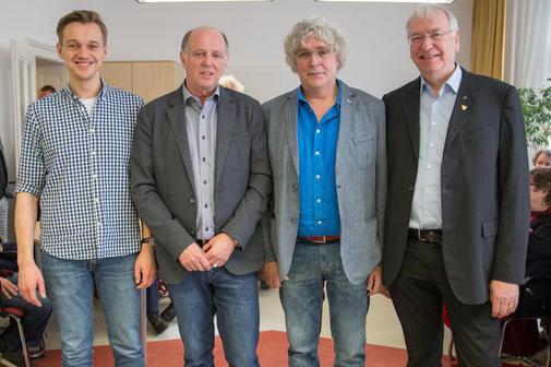 Roland Stürmer (rechts), der neue Wohnheimleiter in Wetter Benjamin Schmidt (von links) und Michael Kessler verabschiedeten Wolfgang Krumm in den Ruhestand.